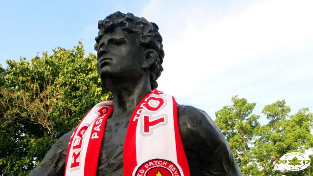 Red Patch Boys scarf x Terry Fox Statue